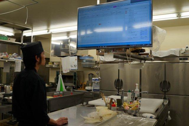 調理場でも当日のお客様の情報、アレルギーや嗜好がすべて見える